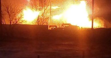 В Берёзовском сгорело четыре автомобиля в частном гараже