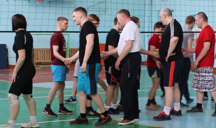 Полицейские провели со студентами товарищеский волейбольный турнир