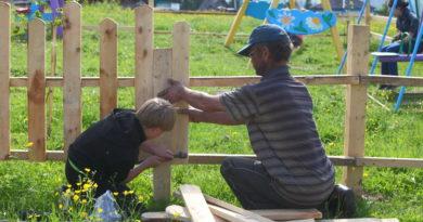 Жители Барзаса обустраивают детскую площадку