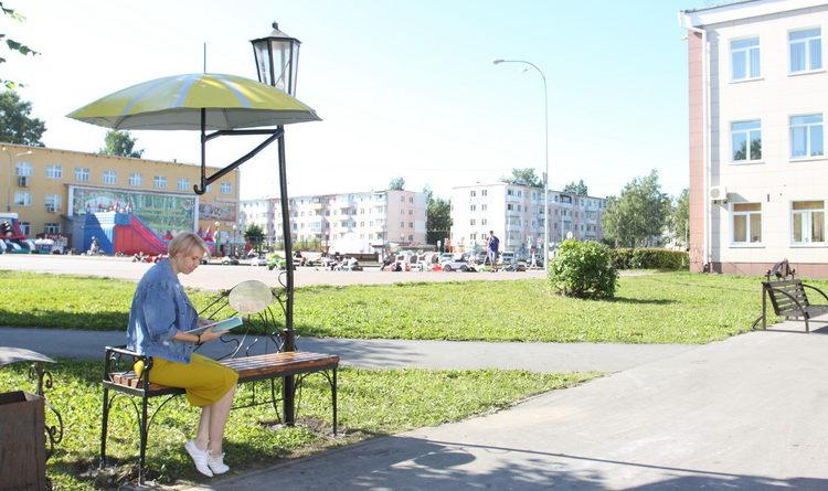 В Берёзовком появилась скамейка с зонтиком