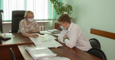 Школьники поработали в администрации округа